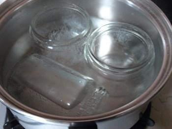 瓶、フタ、道具を煮沸消毒する