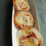 餃子の皮のホットプレートピザ
