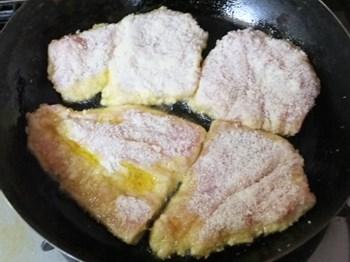 フライパンで揚げ焼きにします