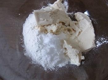 団子粉に豆腐を混ぜる