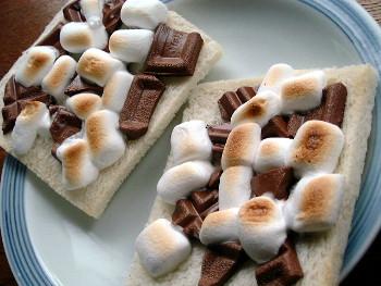 ミニマシュマロとチョコのトースト