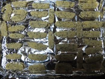 アルミホイルを敷きクッキーを並べる