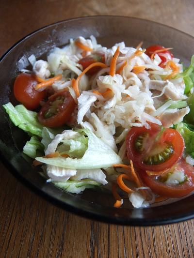 野菜のマリネとチキンのサラダ