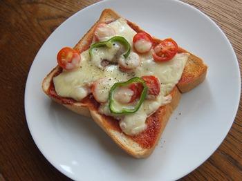 フレッシュトマトのピザトースト