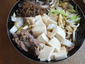 フライパンいっぱいの肉豆腐