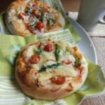 アスパラのミニピザ