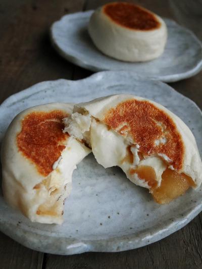 りんごとチーズのお焼き風パン