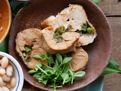 インゲンを巻いた鶏チャーシュー