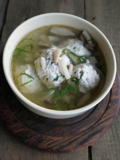 大葉鶏団子のしょうがスープ