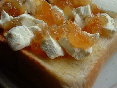 クリームチーズとジャムトースト
