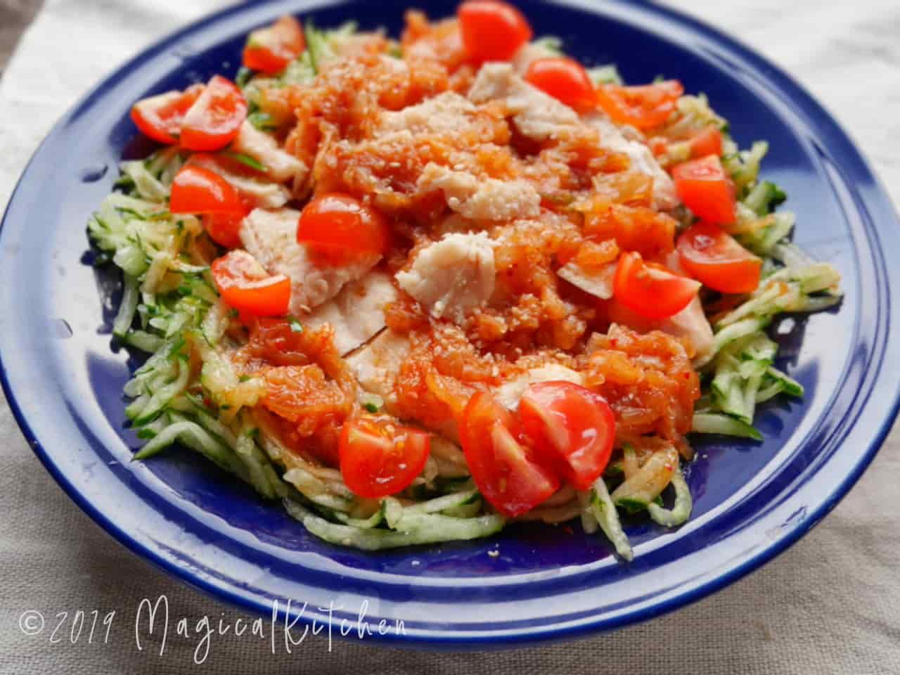 蒸し鶏のピリ辛キムチサラダ