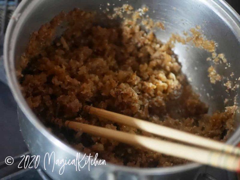生姜の佃煮を煮る