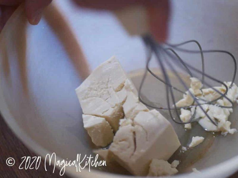 豆腐をつぶす