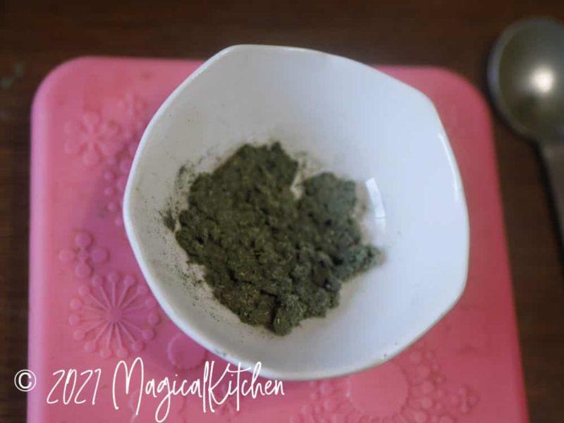 乾燥ヨモギの粉